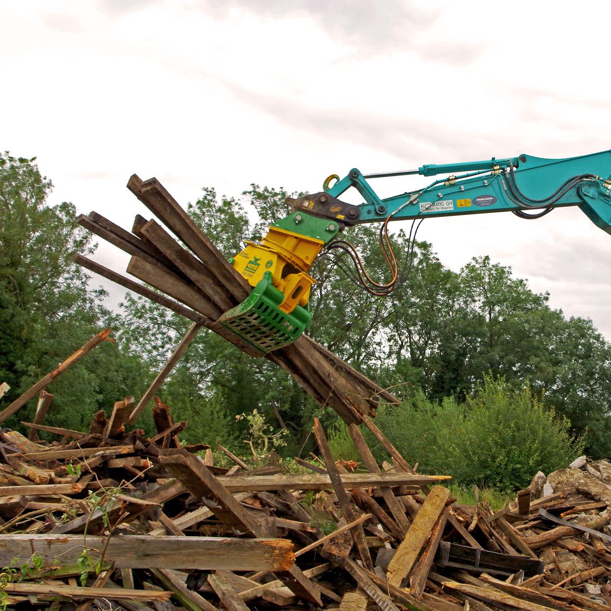 FSG1841-Lifting Wood Debris